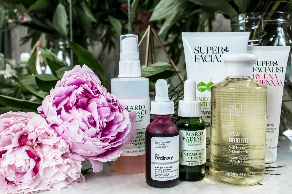 produits de soins pour le visage pour une peau heureuse