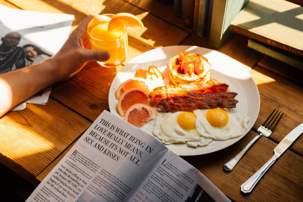 Oeuf au plat, bacon, et jus d'orange